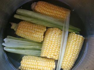 mısır, haşlama, lezzetli mısır, hangi yemek, abur cubur, ne yesek, ne pişireyim,sütlü mısır,süt mısır