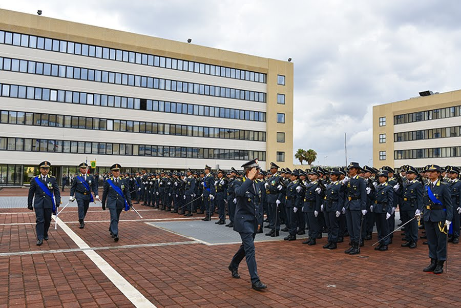 Le forze schierate, onori al Comandante Generale