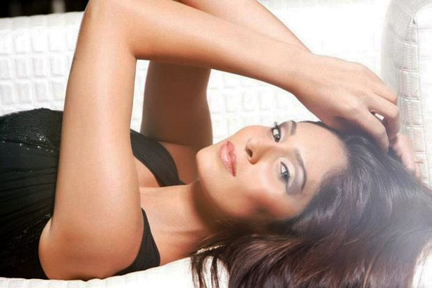 Bruna Abdullah photoshoot done by Karthik Srinivasan