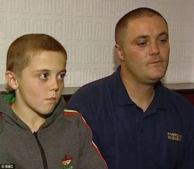 budak umur 8 tahun bergusti dalam sangkar