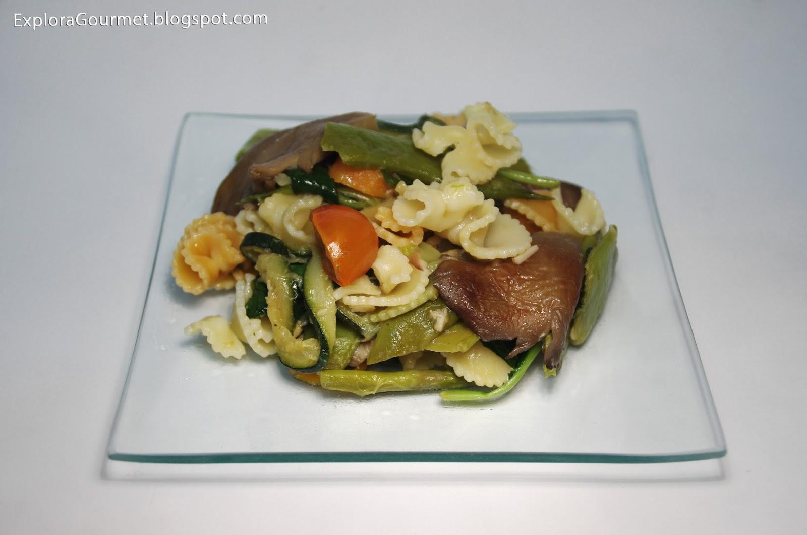 Pasta con setas y verduras