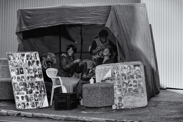 Women in a roadside hair salon in a South African street photograph