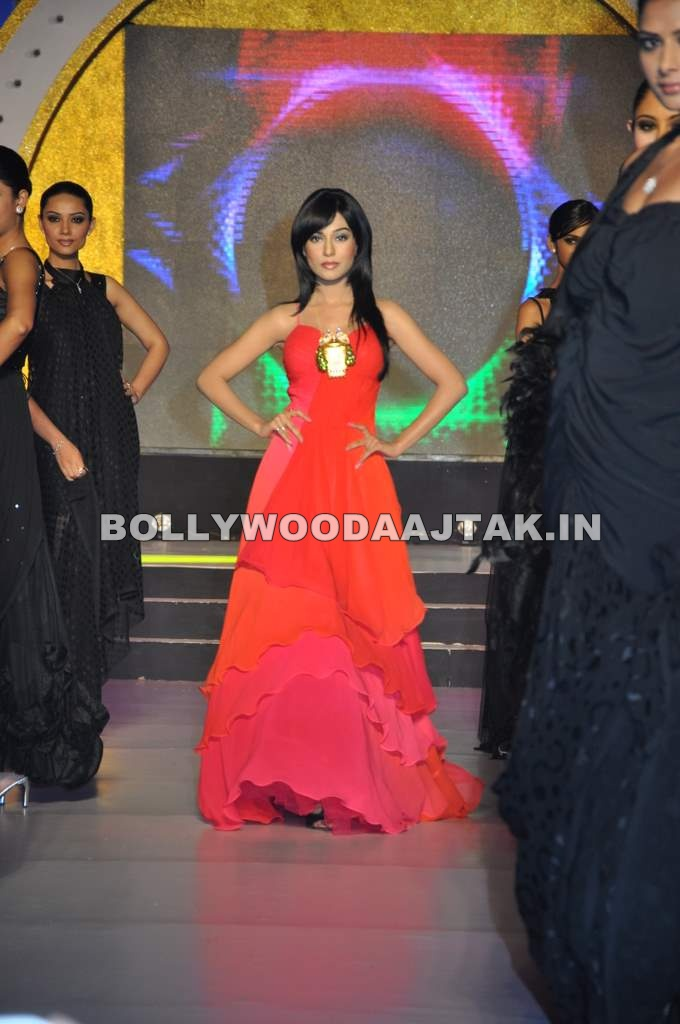 Model at Agni Jewellery Fashion Show 1 - Amrita Rao walks the ramp for Agni Jewellery