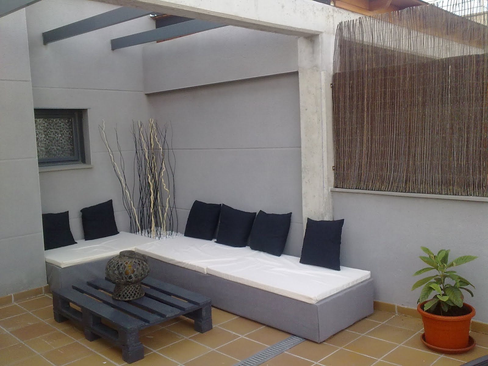 Zona chill out palets - Sofas con palets ...