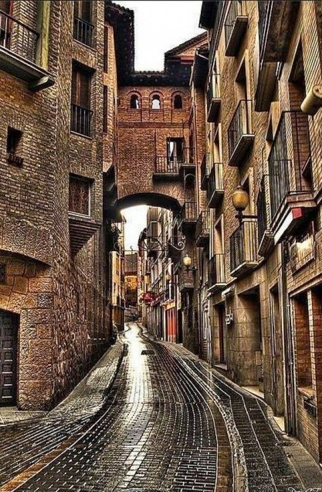 25 beautiful photos that will make you want to visit - Calle escorial barcelona ...