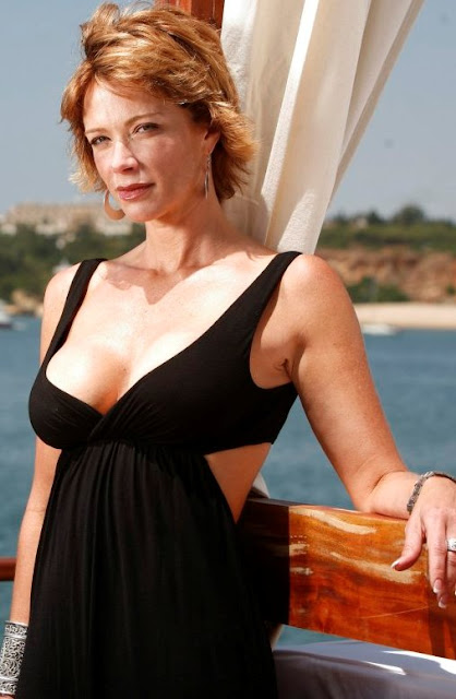 lauren holly bio