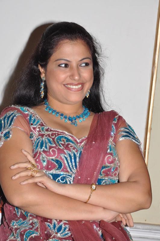 Tamil Actress Anusha Stills unseen pics