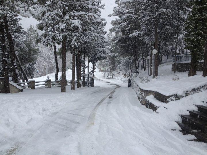 Ο δρόμος από το ΦΟΕ χιονισμένος