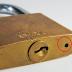 O que significa este furinho do cadeado?