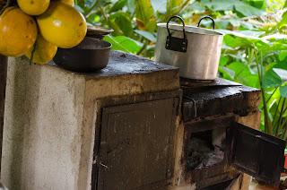 Cocina tradicional de leña, en Urumita. Que pena con usted. Foto: Jorge Bela