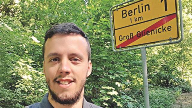 Fans Ini Rela Jalan Kaki Turin-Berlin Demi Bisa Nonton Juve