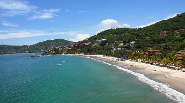 Zihuatanejo Mexico  city pictures gallery : Las 11 playas más deseadas del verano en México | viajaBonito viajes ...