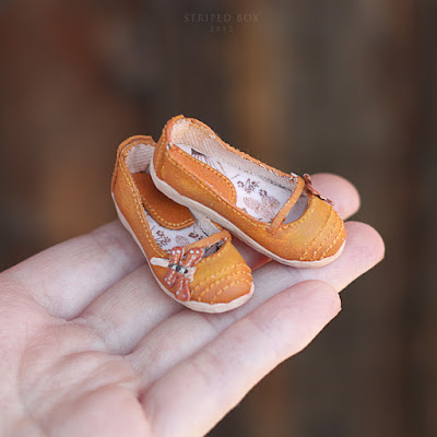 Flats shoes for a doll