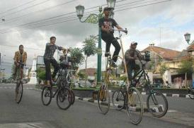 Komunitas+Sepeda+Tinggi