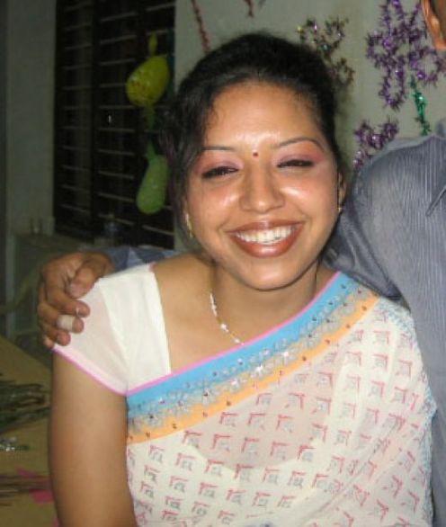 Hot Indian aunties Photos Saree Pics: Hot Aunty Pics
