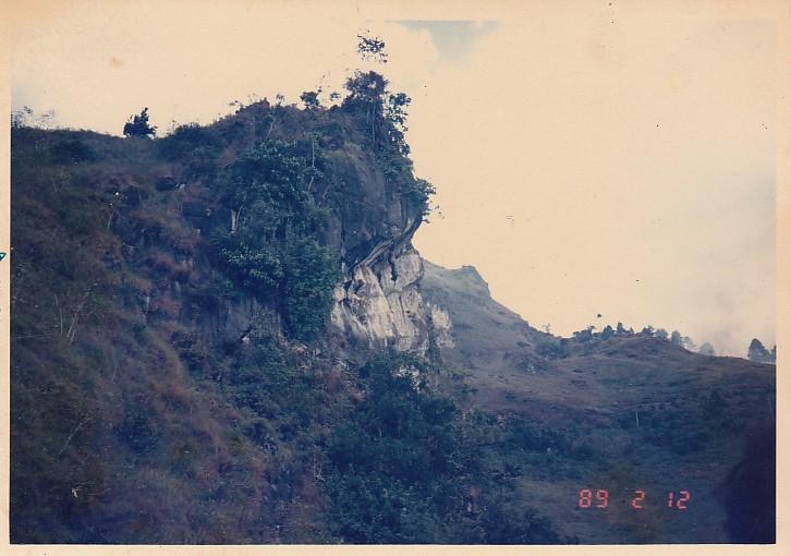 Foto Batu Gantung di Danau Toba, Parapat Sum-ut