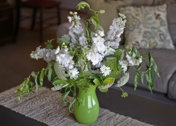 Vw Garden Vase Of White Delphiniums Laceflower Daisies