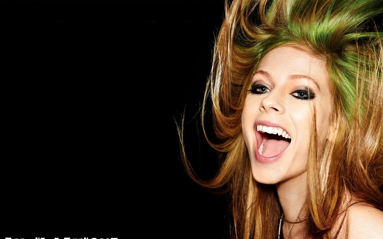 http://3.bp.blogspot.com/-fszrYGmKTMQ/TyFaC2tvRmI/AAAAAAAAB-s/1VuwipEopHM/s1600/Avril-Lavigne-Wallpapers-Widescreen-4.jpg