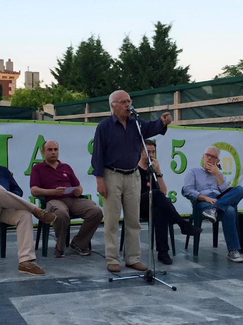 Εύβοια: Ο Φάνης Σπανός πήρε σβάρνα τις πλατείες και διαδηλώνει υπέρ του «ΝΑΙ» - «Κάποιος να τον μαζέψει», λένε οι πολίτες που τον ψήφισαν (ΦΩΤΟ)