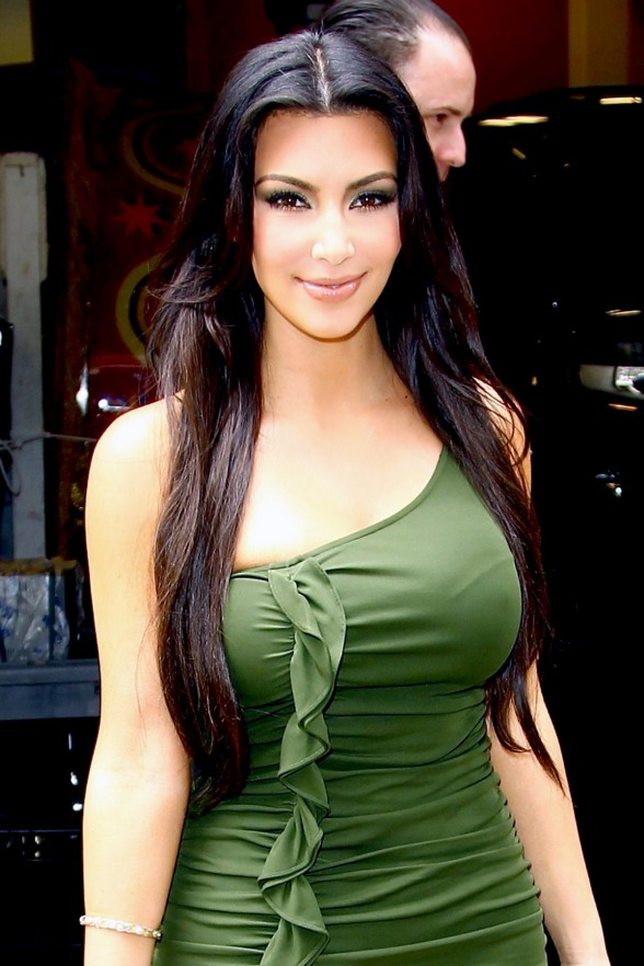 kim kardashian twitter pic bikini. kim kardashian twitter ikini.