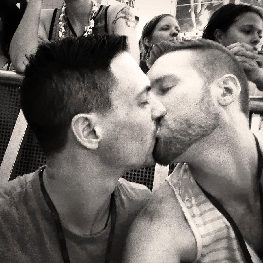 gay-kiss-boys-kissing-world-pride