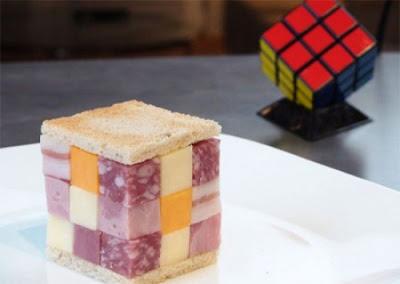 Un cubo de comida muy geek, un Rubik de jamón y queso