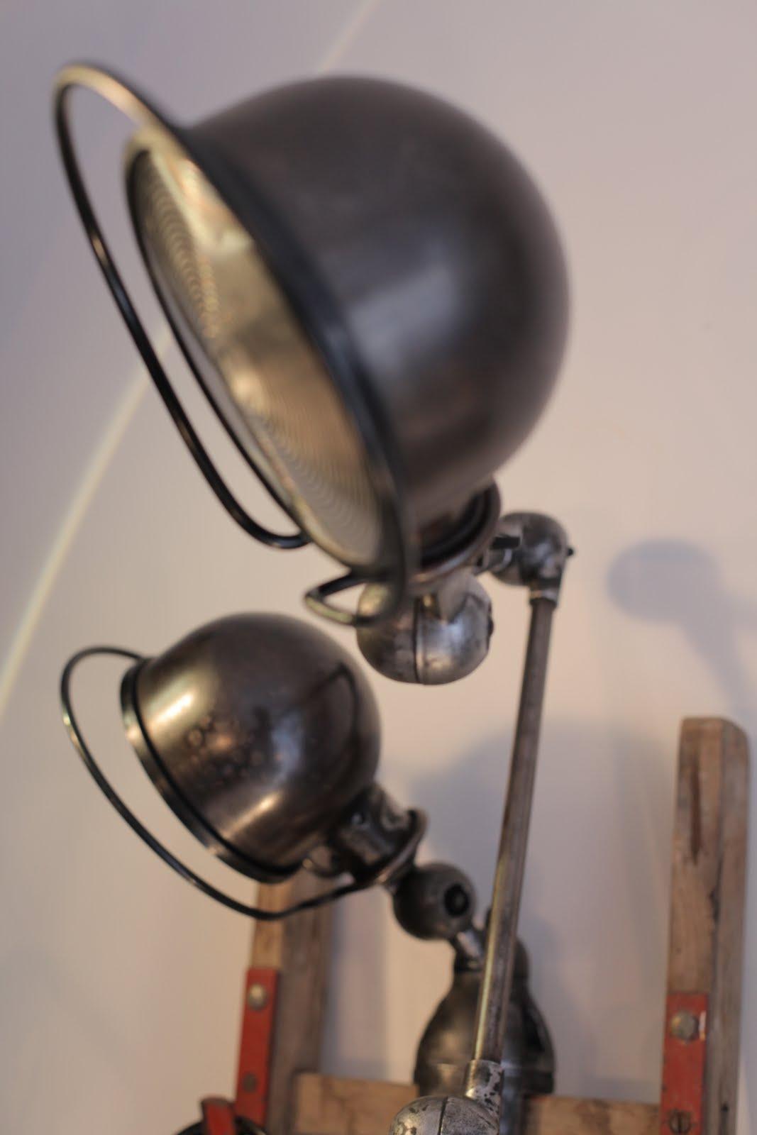 manufacture d 39 objets d 39 hier pour demain 07 2011. Black Bedroom Furniture Sets. Home Design Ideas