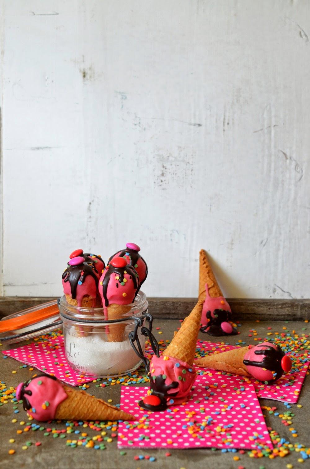 ninas kleiner food blog cakepops mal anders mini eist ten mit kuchenf llung einfach so oder. Black Bedroom Furniture Sets. Home Design Ideas