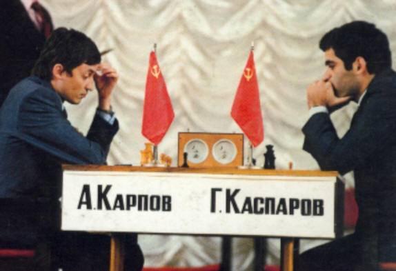 http://3.bp.blogspot.com/-fu4IMUwPjdI/UbRKtPLuG9I/AAAAAAAAAZw/55Z2zKKUqhw/s640/KasparovKarpov+1984.jpg