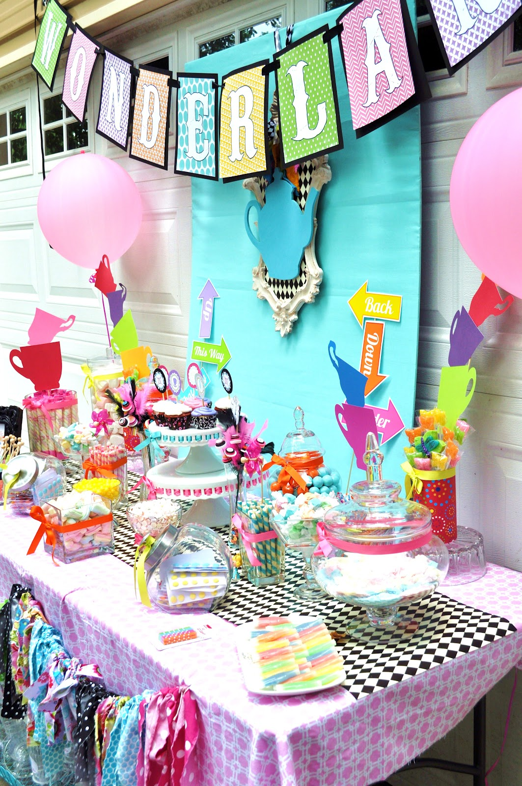 Meghily 39 s alice in wonderland party - Alice in the wonderland party decorations ...