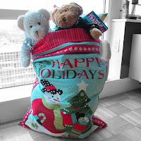 http://madebychrissied.blogspot.com/2015/12/How-To-Make-A-Santa-Sack-Tute.html