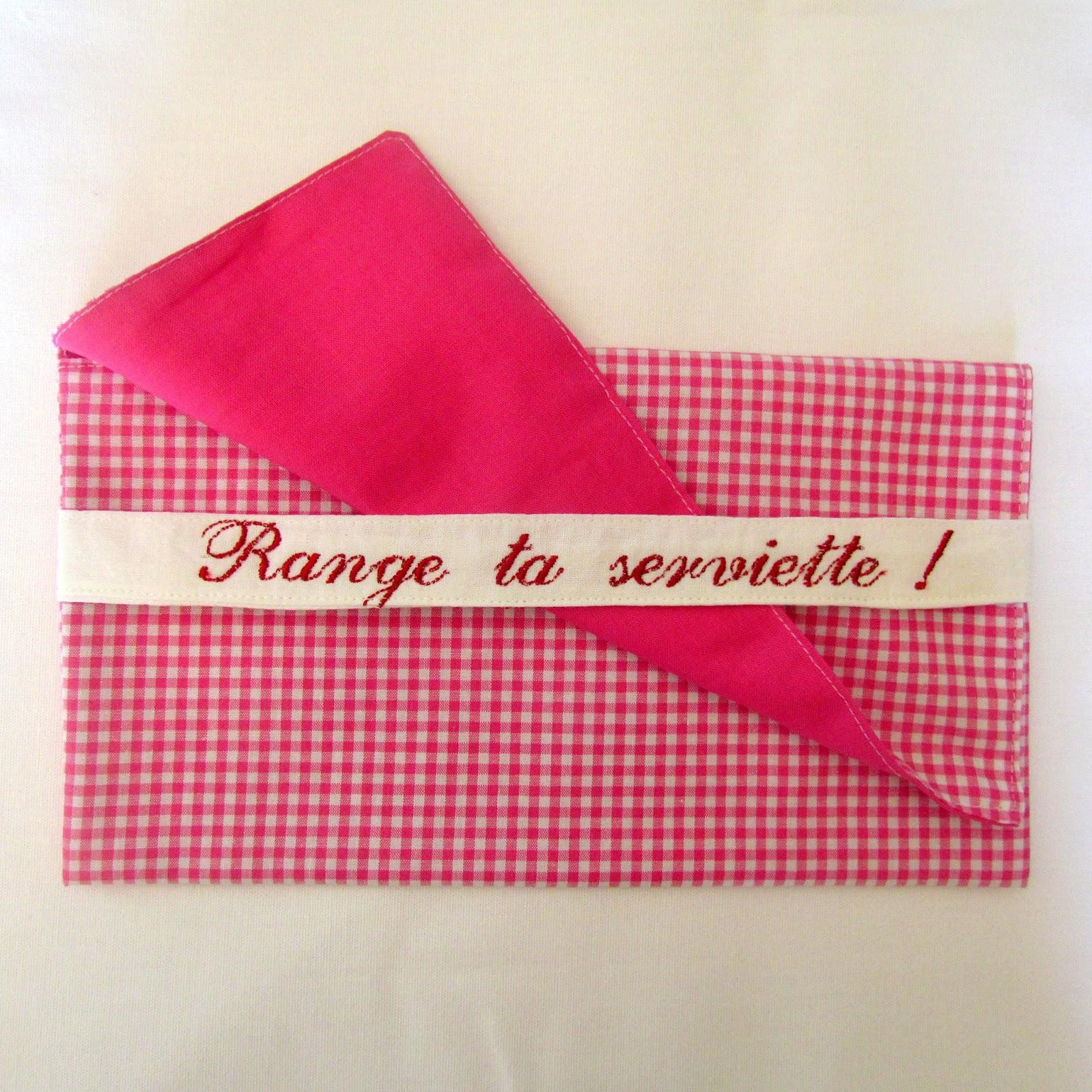 la compagnie des tabliers pochettes en vichy pour ranger sa serviette. Black Bedroom Furniture Sets. Home Design Ideas
