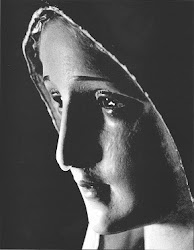 Há 45 anos lacrimação da imagem de Na Sra.