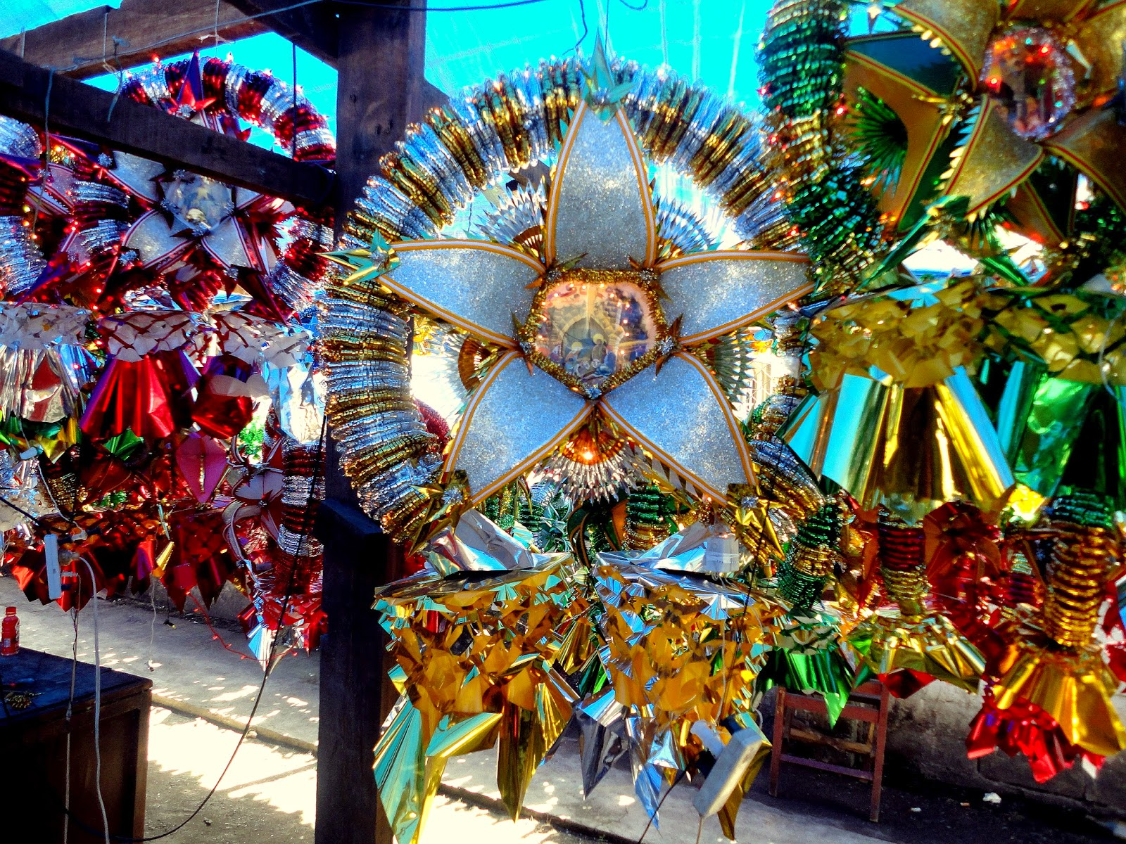 Noel autor parol a traditional philippine christmas Christmas tree decorating ideas philippines