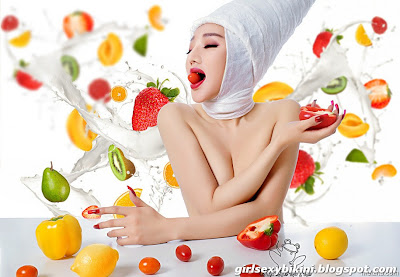 Yangzi Lu half-naked breasts with you to experience the fruits feast