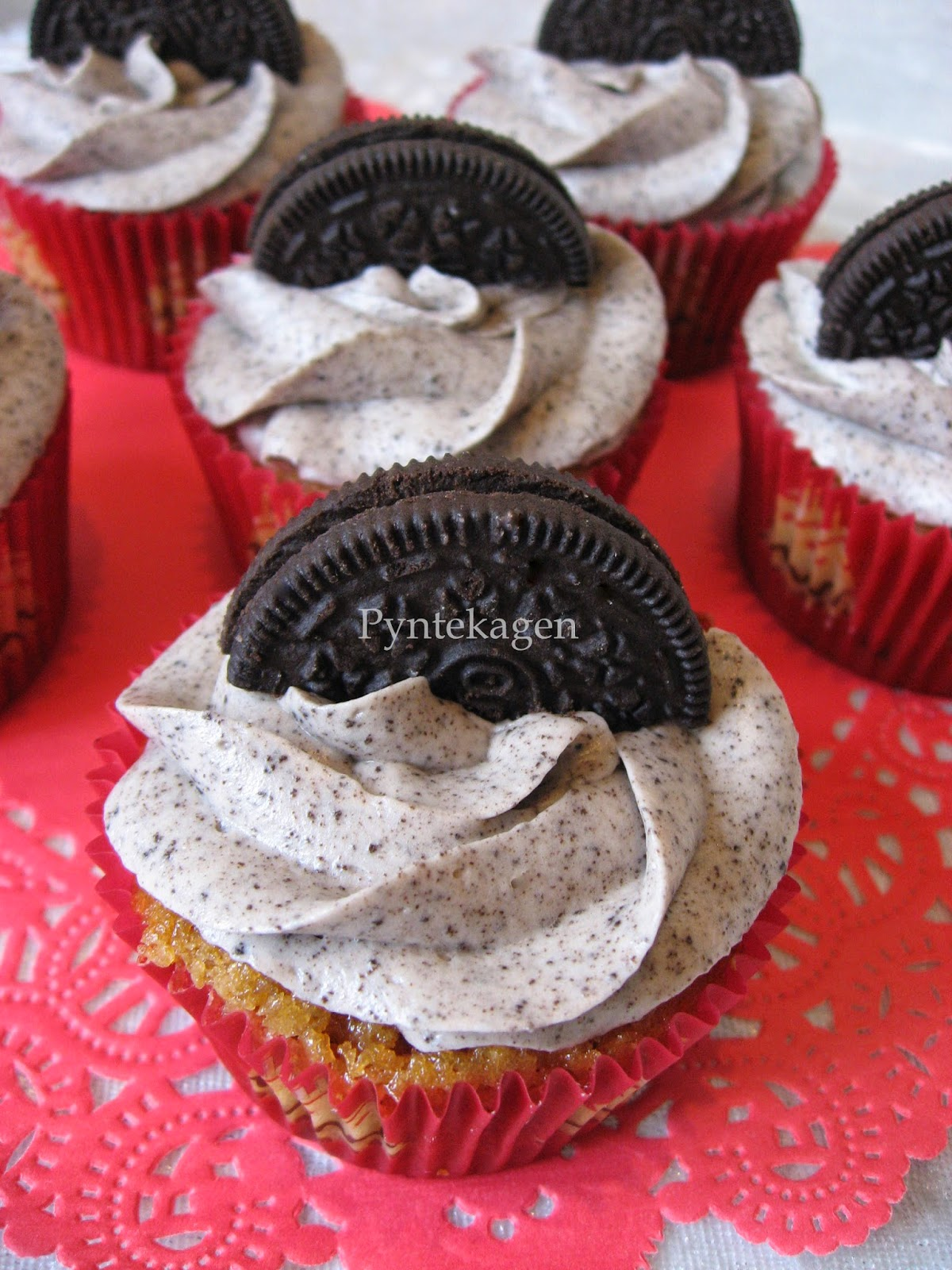 frosting cupcakes flødeost