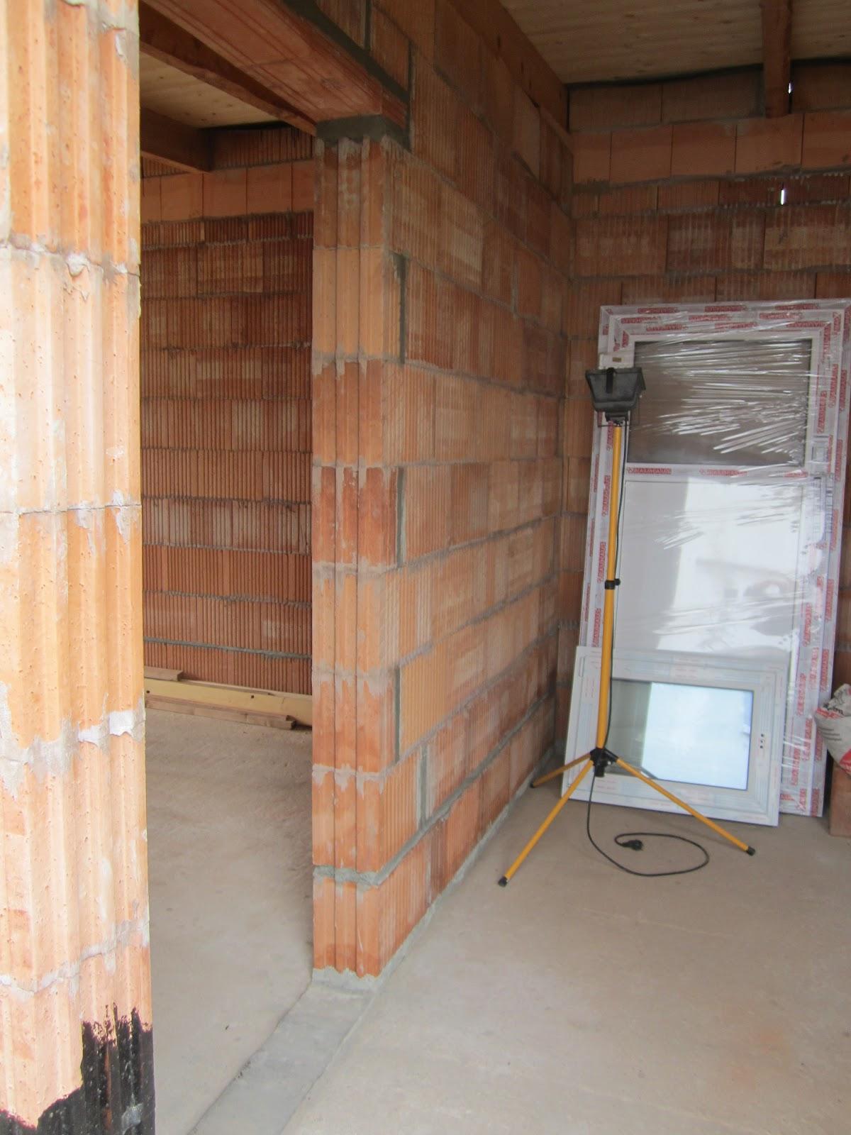 unser hausbau garage in eigenleistung die zwischenwand ist fertig. Black Bedroom Furniture Sets. Home Design Ideas