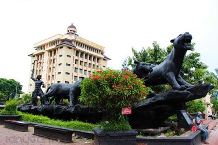 Eksotisme Keindahan Alun-Alun Ponorogo Dengan Patung Singa