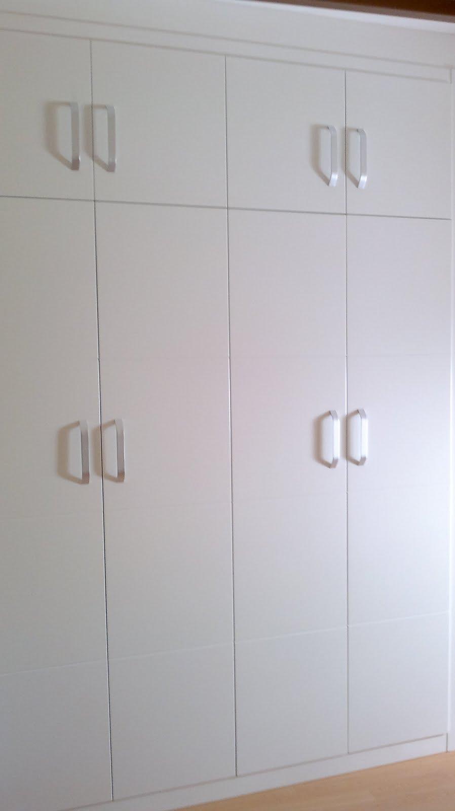 Decoraciones sahuquillo armario lacado puertas ranuradas for Decoracion de armarios