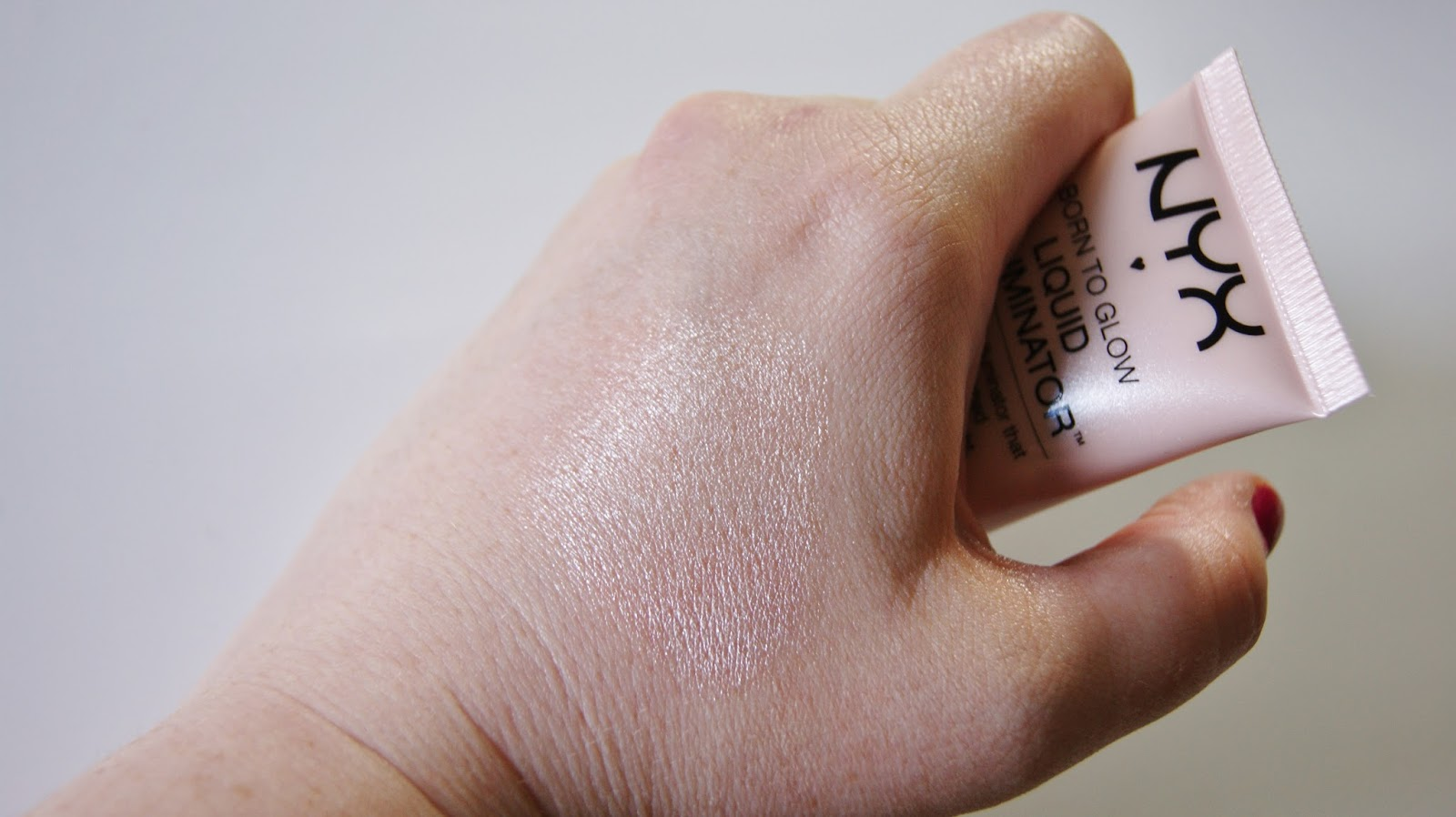 NYX Sunbeam Illuminator Swatch