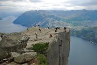 La piedra del púlpito en el fiordo de Lysefjord