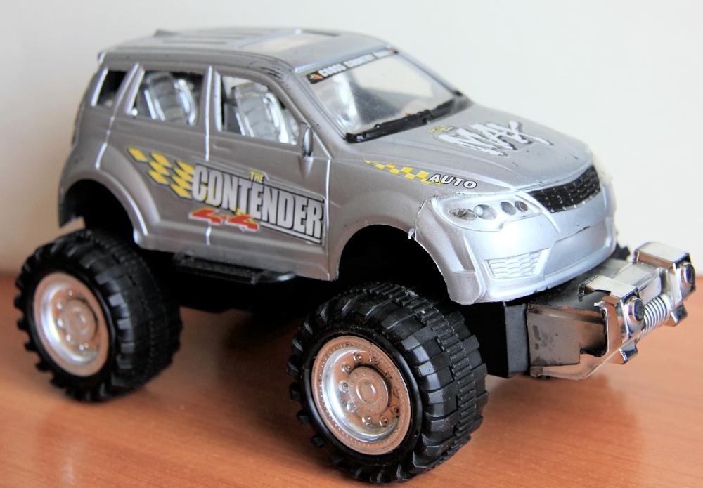 Легковой автомобиль игрушка