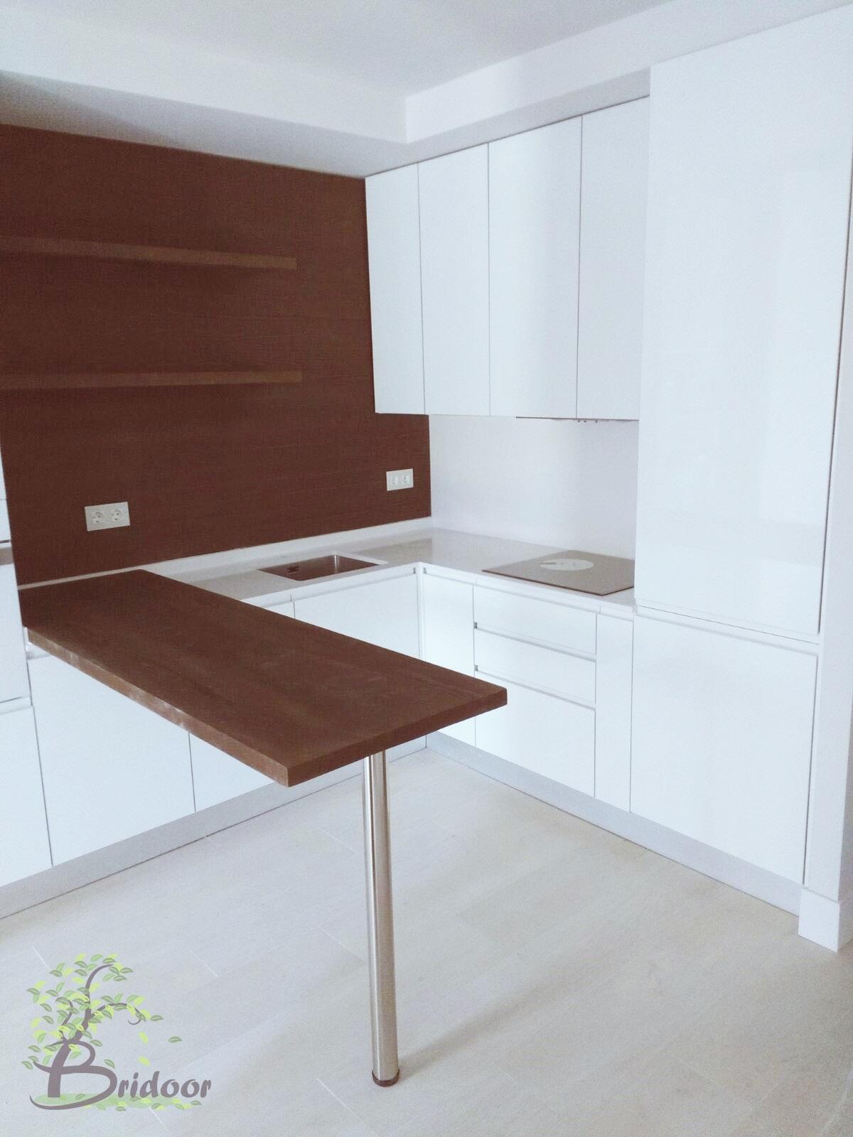 Bridoor s l cocina de madera en el centro de madrid - Montadores de cocinas ...