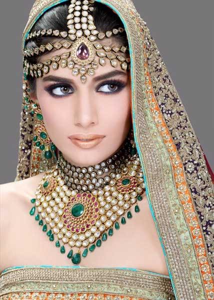 Mehndi Makeup Bridal : Latest bridal make up with jewelry fashion point