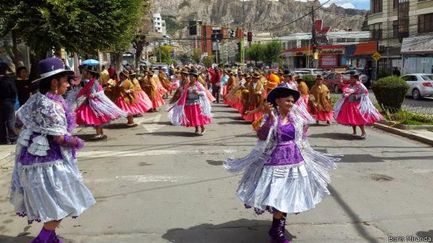 Los aymaras celebraron su fiesta anual con danzas folclóricas en la zona sur de La Paz.