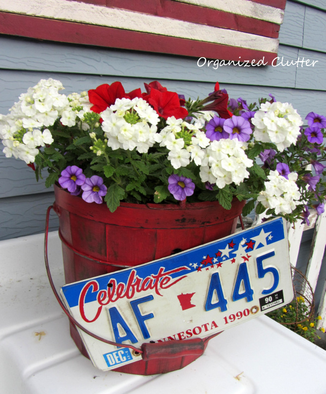 Red White & Blue Planter www.organizedclutterqueen.blogspot.com