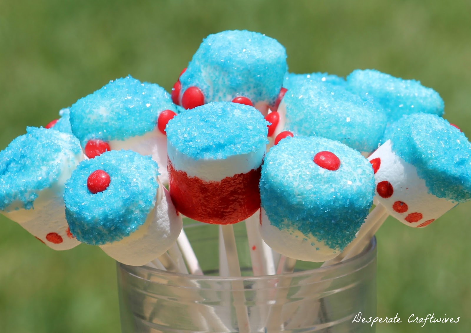 Desperate Craftwives: Memorial Day Marshmallow Pops