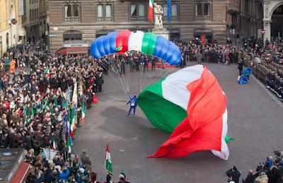 http://bologna.repubblica.it/cronaca/2016/01/07/foto/tricolore_le_celebrazioni_a_reggio_emilia_per_i_219_anni_della_bandiera_italiana-130797683/1/?ref=HRESS-6#1