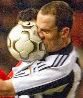 شاهد بالفيديو....اغبى  5 لاعبين كرة قدم فى عالم  - soccer dumb player football