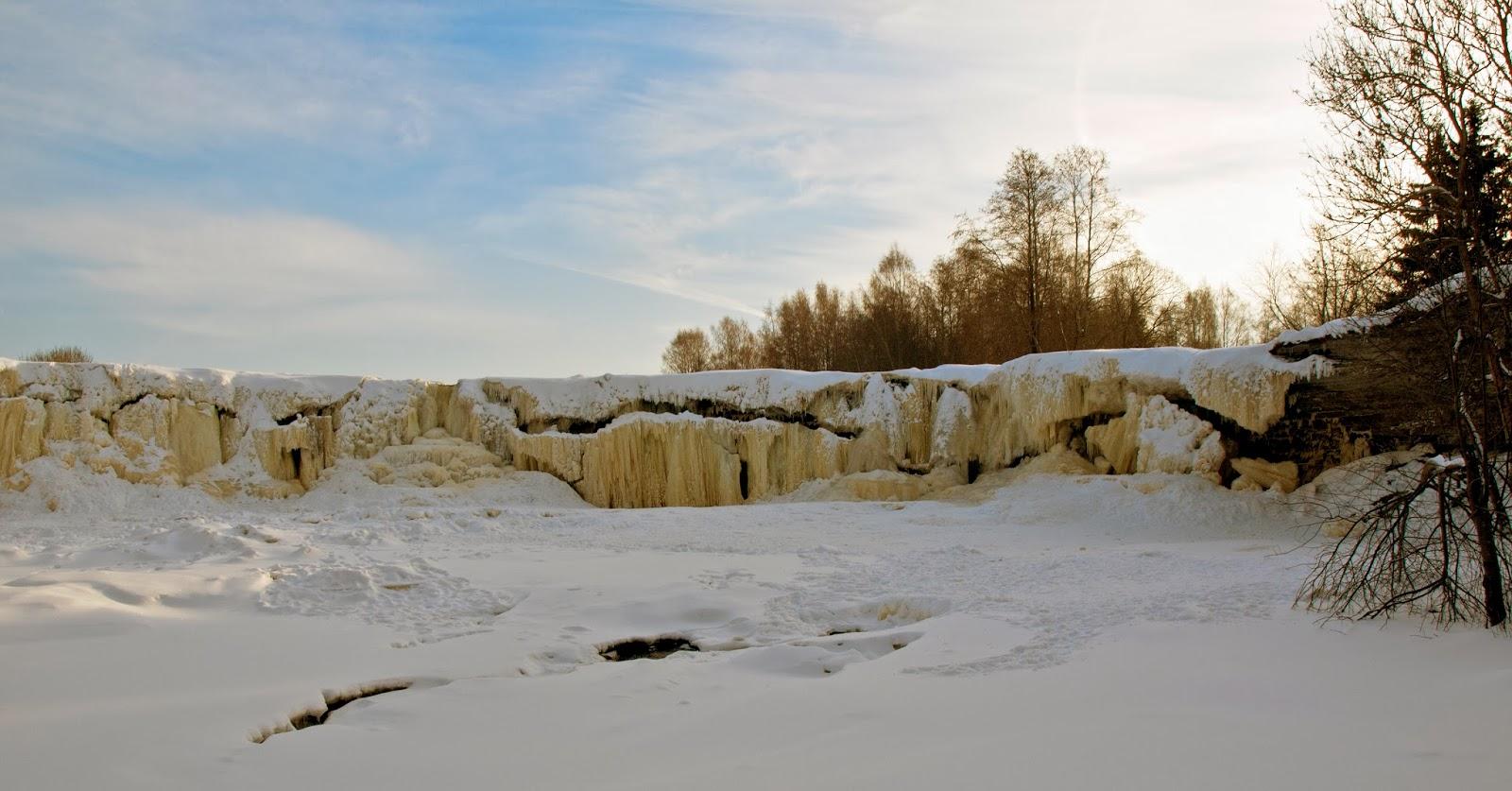 Водопад на реке Ягала зимой